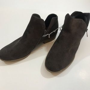 Women's ankle boots NWOT Size 11W